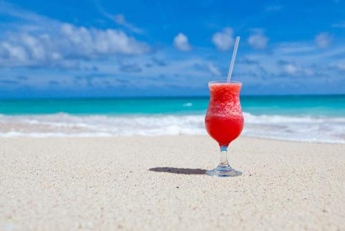 Strand met coctail