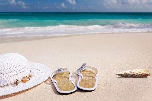 Strand met slippers